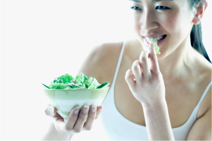 lady eating a salad to help with spine pain